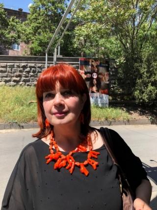 Руководитель фестиваля актриса М. Мхитарян