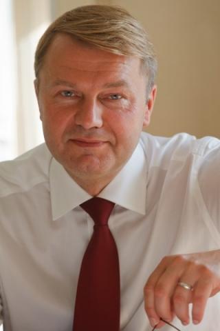 u-lyubogo-tvorcheskogo-kollektiva-est-svoi-osobennosti